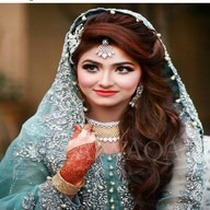 Amazing Girl mahendi in hands awesome dress dp